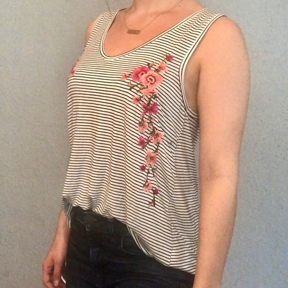 American Eagle Outfitters Tops - American Eagle  Soft&Sexy Tank -Embroidered roses